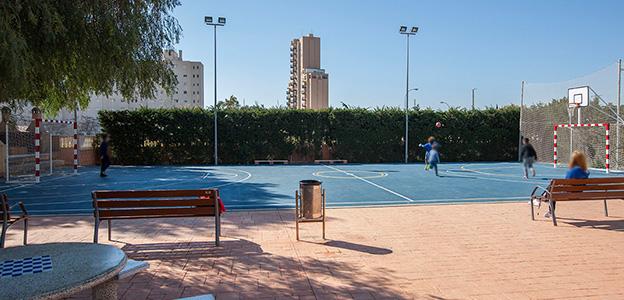 1 pista de baloncesto y fútbol sala
